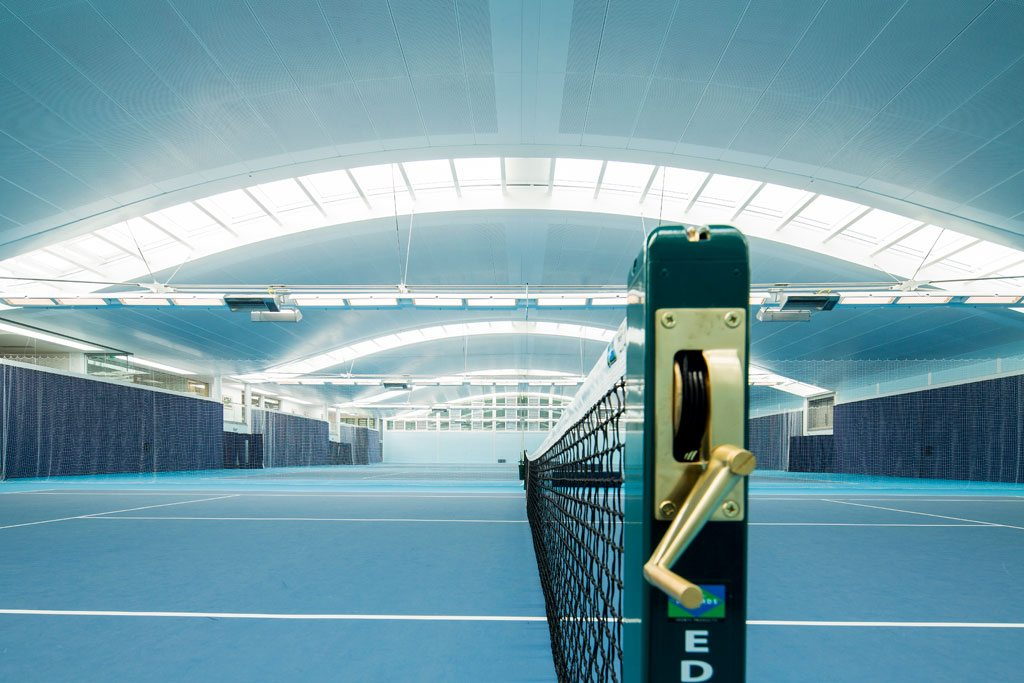 The Hurlingham Racquet Centre is 35 metres wide and 55 metres long. The main span consists of suspended steel beams. To give the courts space and reduce the cost, they are spaced with large gaps. Image by The Hurlingham Club, London