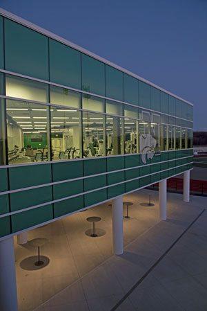 Glass and metal curtainwall by Tubelite Inc. Credit: John Heider