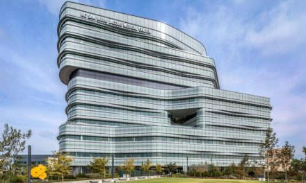 Healthcare facility featuring Solarban 70XL Starphire Ultra-Clear glass by Vitro Glass wins two awards