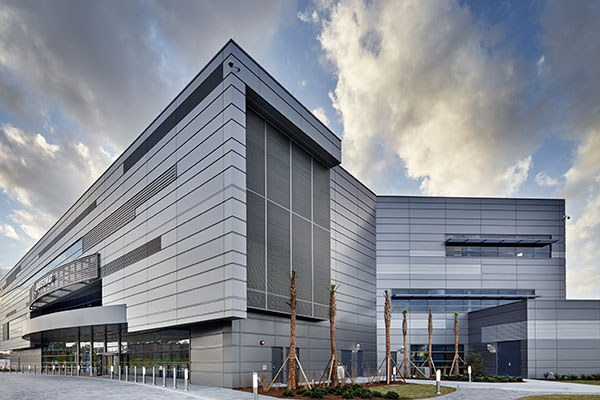 The recent Boeing Delivery Center expansion features CENTRIA insulated metal panels and Fluropon® Classic metallic coatings from Sherwin-Williams Coil Coatings. Photo credit: CENTRIA