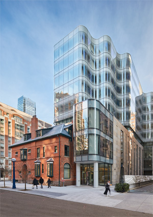 Guardian SunGuard SuperNeutral 68 bent coated glass - 7 St Thomas street view. Photo credit: doublespace photography