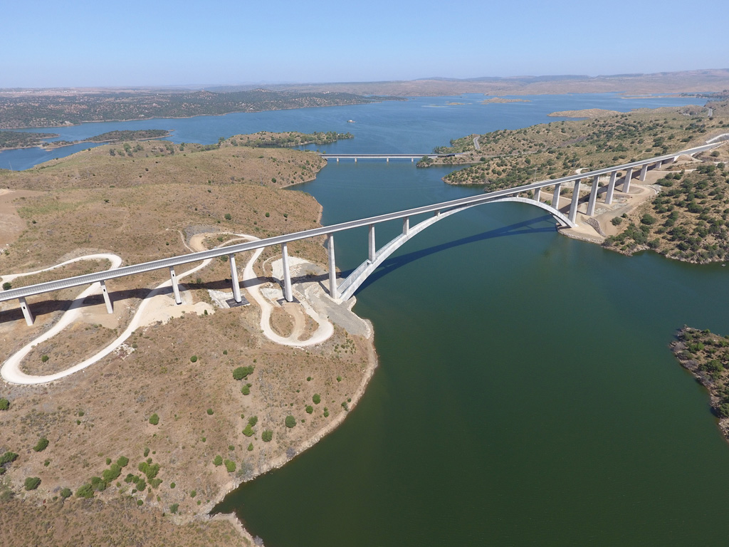 Viaduct over River Almonte – Garrovillas de Alconétar, Cáceres, Extremadura, Spain. Owner: Adif Alta Velocidad; Architectural and Engineering Firm: ARENAS & ASOCIADOS - IDOM; General and Concrete Contractor: FCC CONSTRUCCIÓN - CONDURIL; and Concrete Supplier: CG Hormigones. Credit: American Concrete Institute