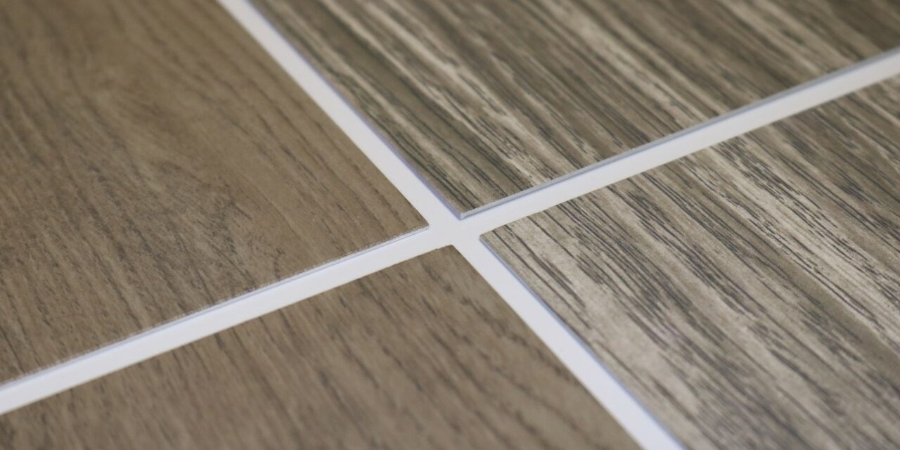 Linetec introduces Aged Light Oak and Aged Dark Oak – two new wood grain finishes for aluminum