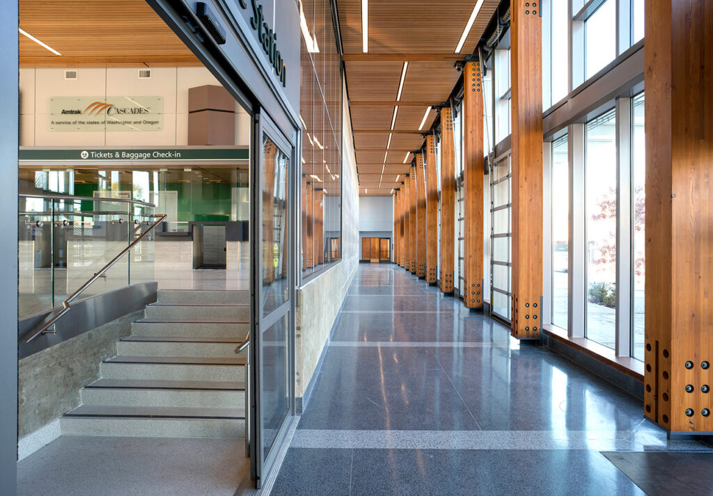 WoodWorks 2019 Wood Design Awards Regional Excellence Winner: Amtrak Cascades Station at Freighthouse Square, Tacoma, WA. Designed by VIA Architecture. Photo credit: Chris Eden, Eden Photography