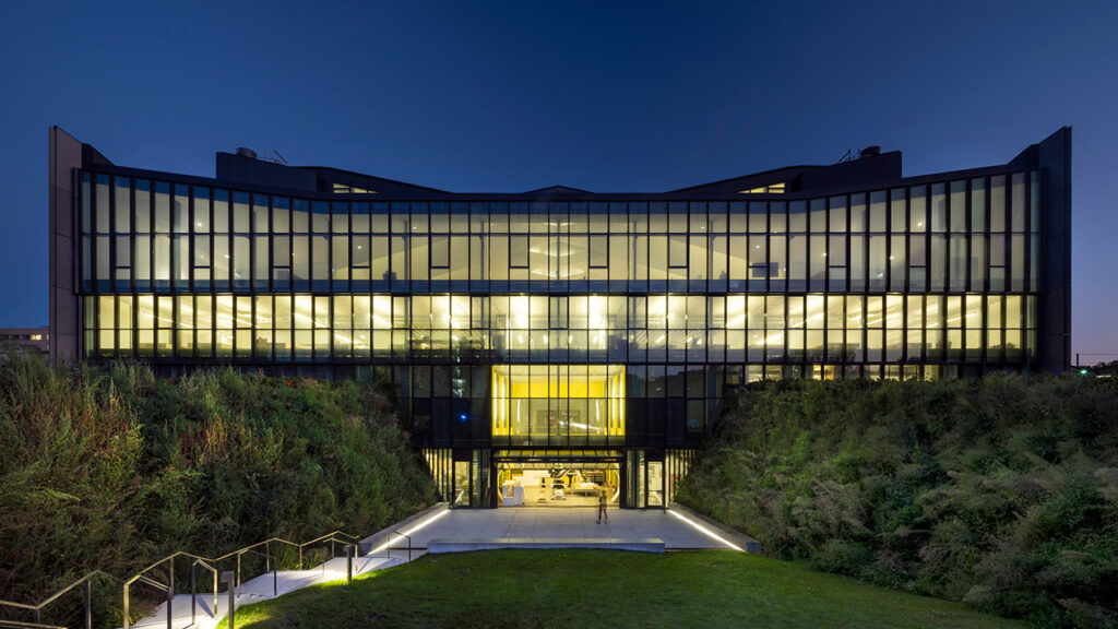 The new home of the John H. Daniels Faculty of Architecture, Landscape, and Design at The University of Toronto is a hub for education, research, and outreach focused on the making of more environmental, beautiful, and socially sustainable cities. Photo credit: © Nic Lehoux