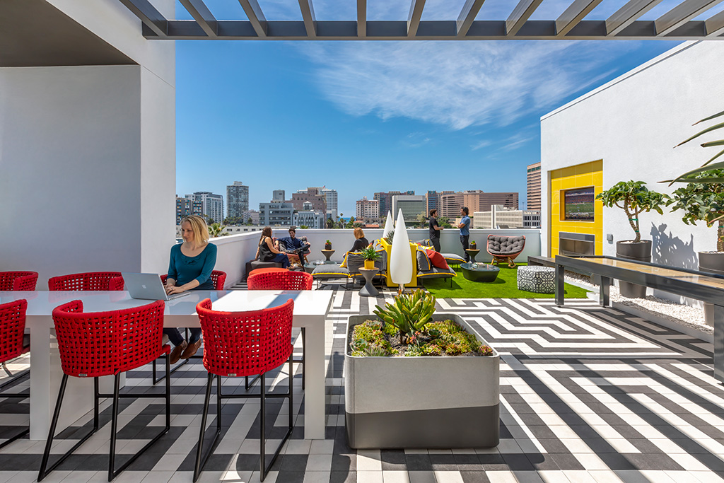 The Linden includes sky gardens and rooftop communal patios. Photo: © RMA Photography Inc.