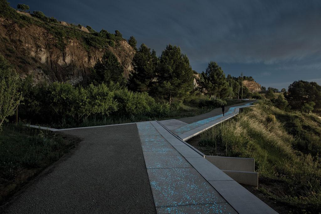 Batlle i Roig Arquitectura - Pedestrian Path along the Gypsum Mines. Credit: Jordi Surroca