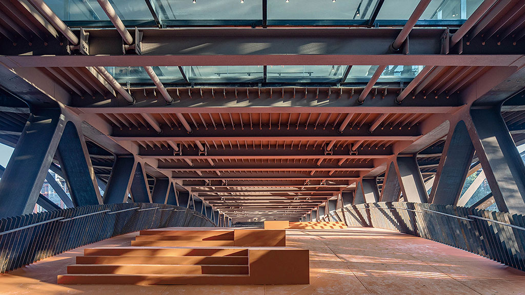 Pedestrian bridge level with skylight looking into great exhibition hall. Photo by Tian Fangfang, © Atelier FCJZ