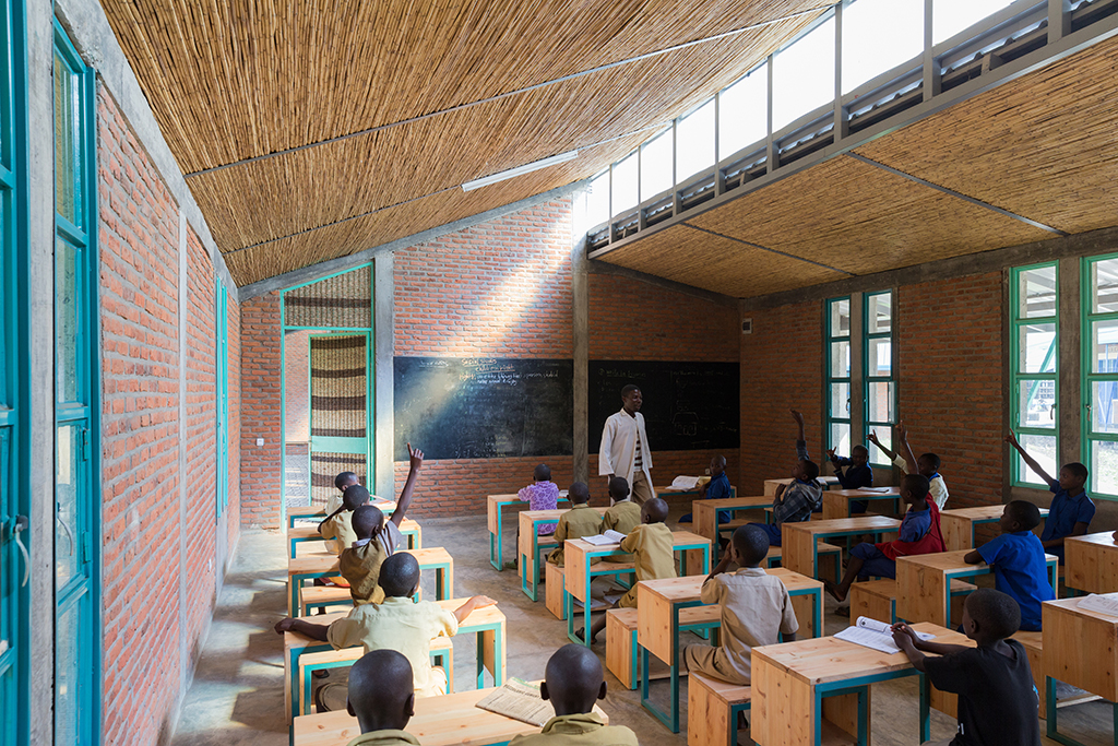 The new classrooms at Mubuga, featuring clerestory windows and reeds in the ceiling and door for sound insulation. Photo credit: © Iwan Baan